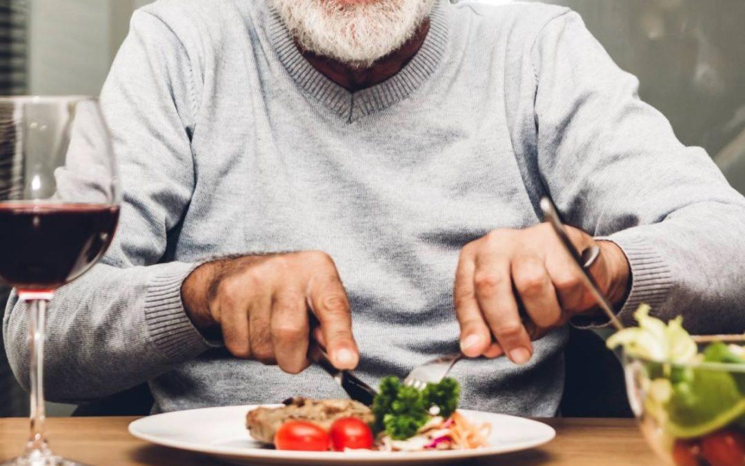 ¿Por qué es tan beneficioso comer jamón en la tercera edad? El jamón en la tercera edad ejerce un papel esencial en la alimentación.