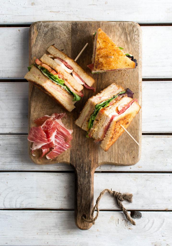 Sándwich Club de Jamón Serrano